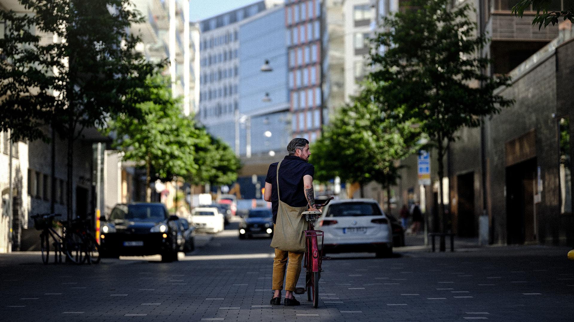 Man med cykel